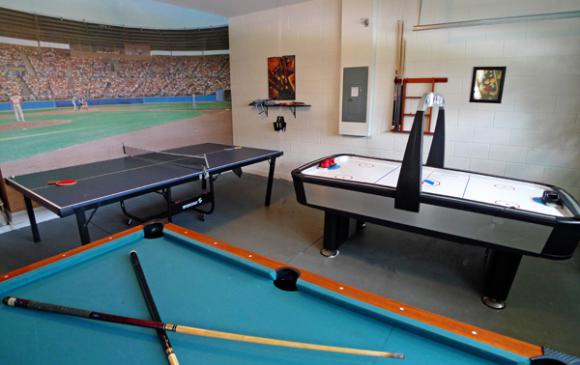 Games Room with Pool, Air Hockey and Ping Pong - Pine Forest Chateau - 5 bedroom Walt Disney World Area vacation home - Homes4uu