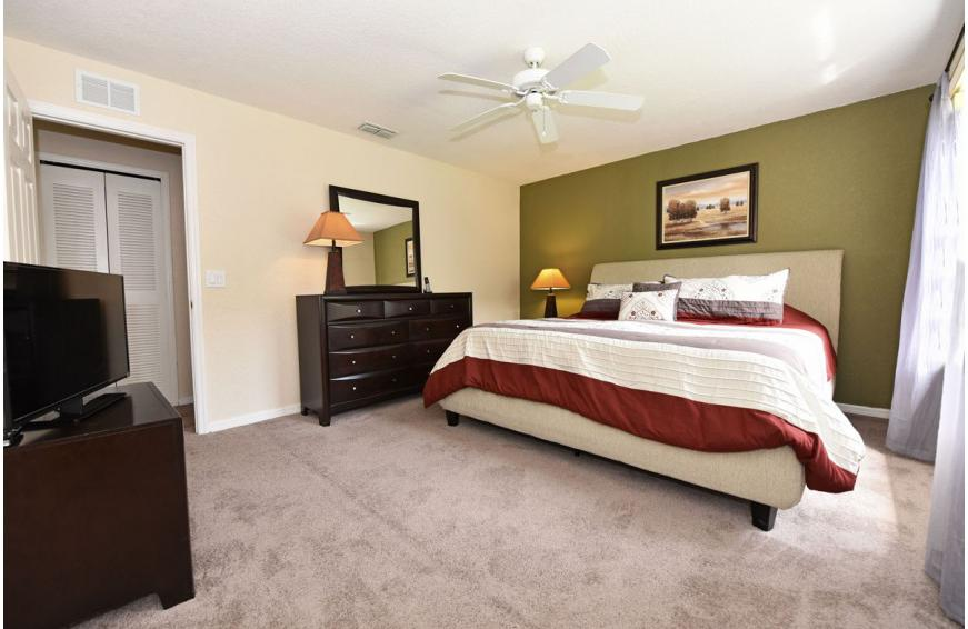 Bedroom 1 - Shift Colors - 4 bedroom Disney area vacation townhome - Homes4uu
