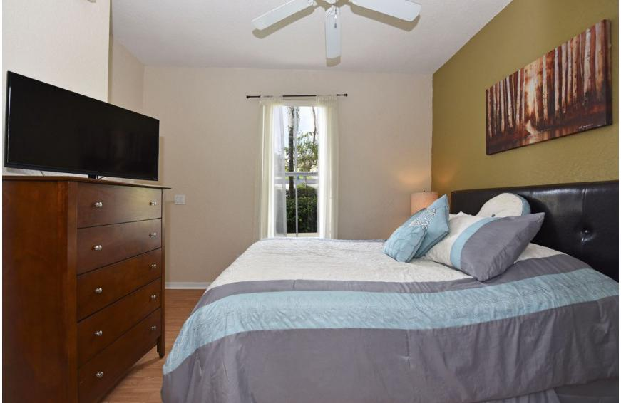 Bedroom 2 - Shift Colors - 4 bedroom Disney area vacation townhome - Homes4uu