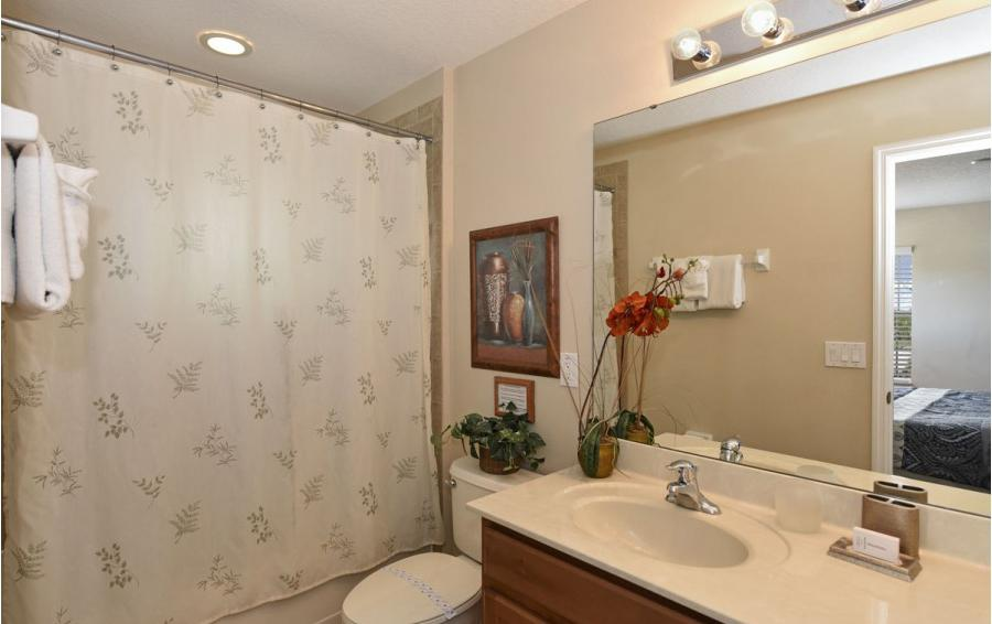 Bedroom 3 En Suite - Day Beacon - 6 Bedroom Disney World Area Vacation Home - Homes4uu