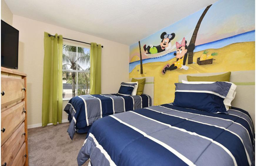 Bedroom 3 - Shift Colors - 4 bedroom Disney area vacation townhome - Homes4uu