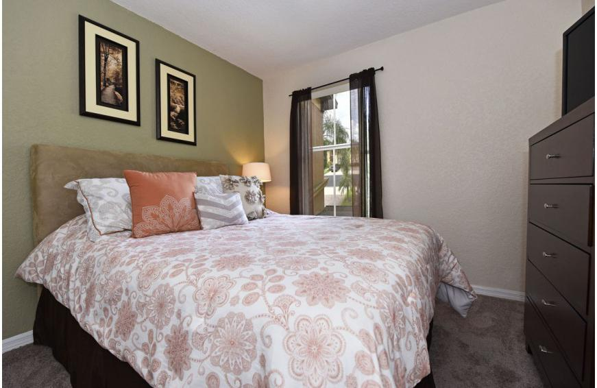 Bedroom 4 - Shift Colors - 4 bedroom Disney area vacation townhome - Homes4uu