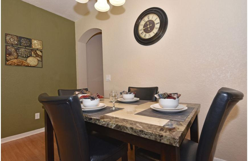 Dining Area - Shift Colors - 4 bedroom Disney area vacation townhome - Homes4uu