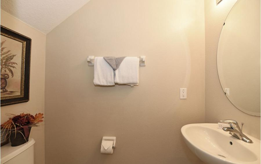 Family Bathroom - Day Beacon - 6 Bedroom Disney World Area Vacation Home - Homes4uu