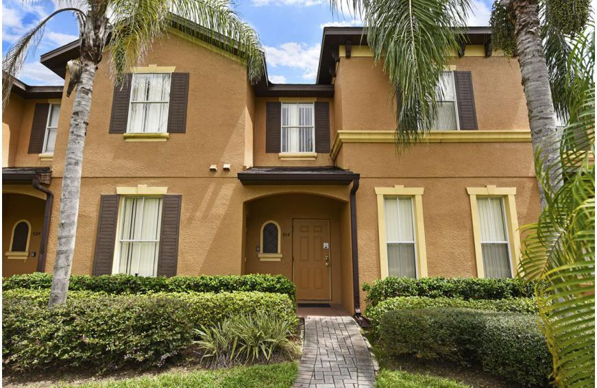 Front of the Townhome - Shift Colors - 4 bedroom Disney area vacation townhome - Homes4uu