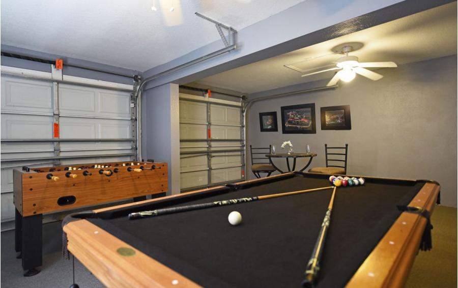 Garage Game Room - Mizzen Staysail - 5 Bedroom Kissimmee Area Private Pool Home - Homes4uu