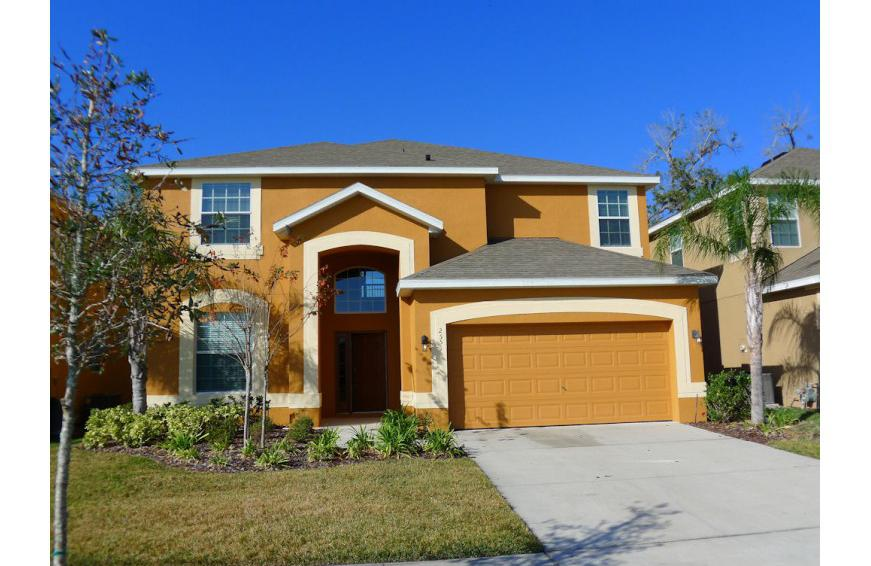 Home Exterior- Steering Flat - 6 Bedroom Kissimmee area vacation homes - Homes4uu