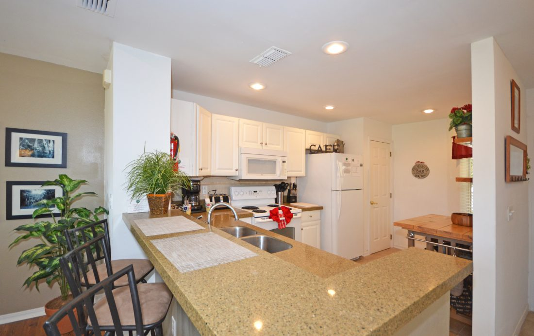 Kitchen - Fairways Townhome - 3 Bedroom Southern Dunes Vacation Townhome - Homes4uu