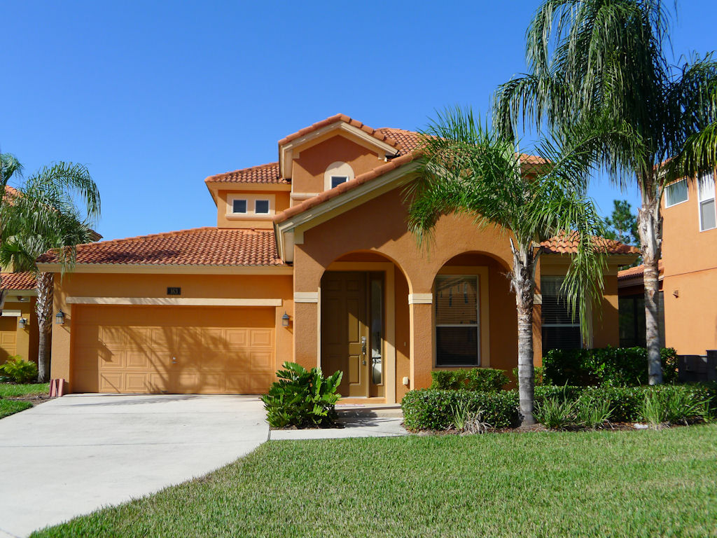 Front View - Man Overboard - 5 Bedroom Orlando Vacation Home - Homes4uu