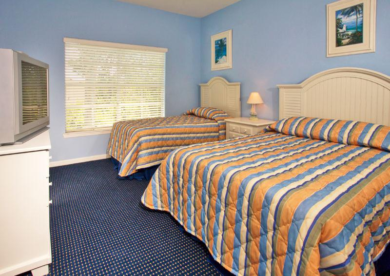 Bedroom 2 - Runaway Beach Club resort condominium - 3 bedroom Condo - Homes4uu