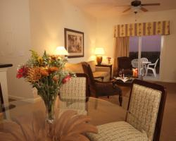 Living Room - 3 Bedroom Lake Buena Vista Condo - Homes4uu