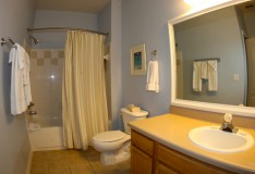 Master Bathroom - 1 bedroom Runaway Beach Club condo - Homes4uu