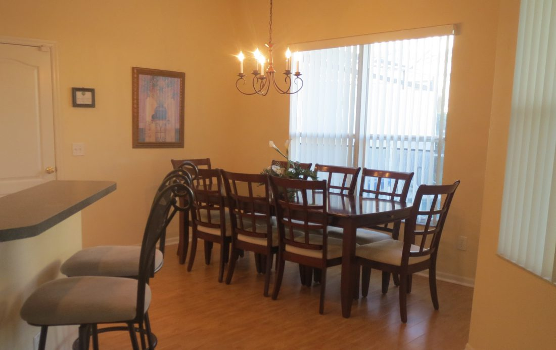 Dining Room - Game room townhome - 5 bedroom - Bend - Homes4uu