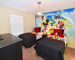 Bedroom 6 with Skydiving Mural - Crosstrees II - 6 Bedroom Disney area vacation villa - Homes4uu