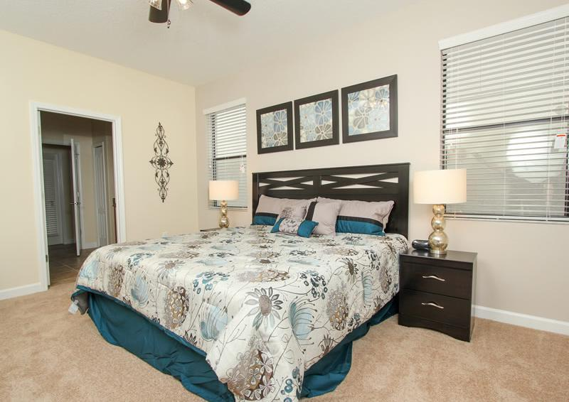 Bedroom 1 - Boatswain II - Disney area Vacation Rental Home - Homes4uu