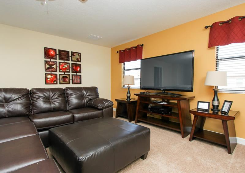 Anchor II - 6 Bedroom Vacation Rental - Living Room with Flat Screen TV - Homes4uu