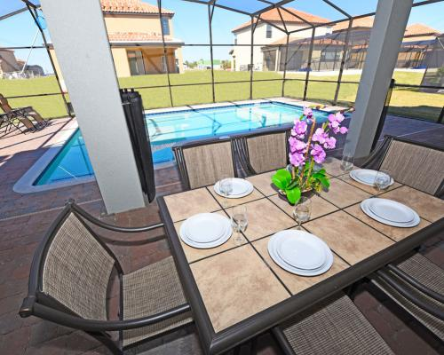 Outdoor Dining - Pinnace - 8 Bedroom Walt Disney World Resort Area - Homes4u