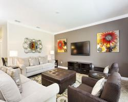 5 Bedroom Paradise Palms Resort Townhome - Homes4uu - Living Room