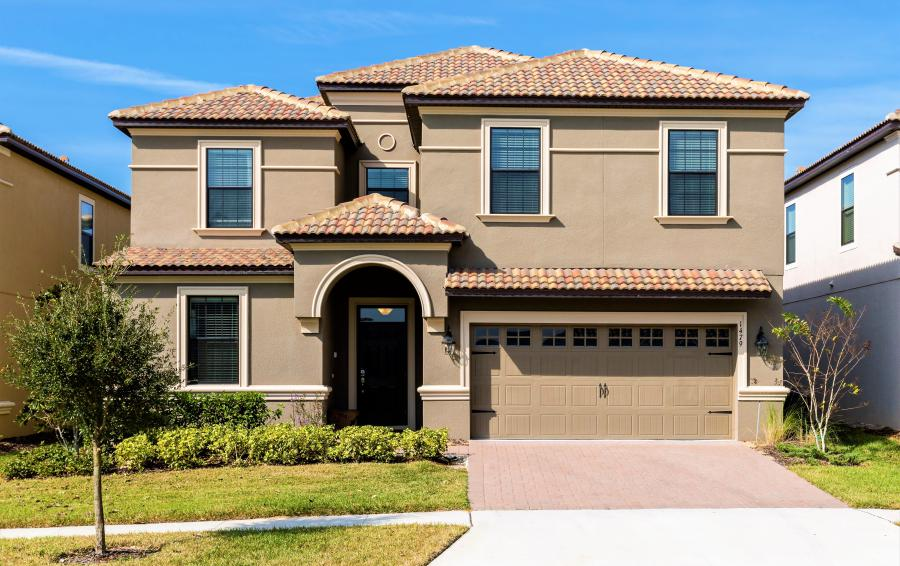 Home Exterior - Downhaul 8 Bedroom Vacation Home Near Disney - Championsgate Home - Homes4uu