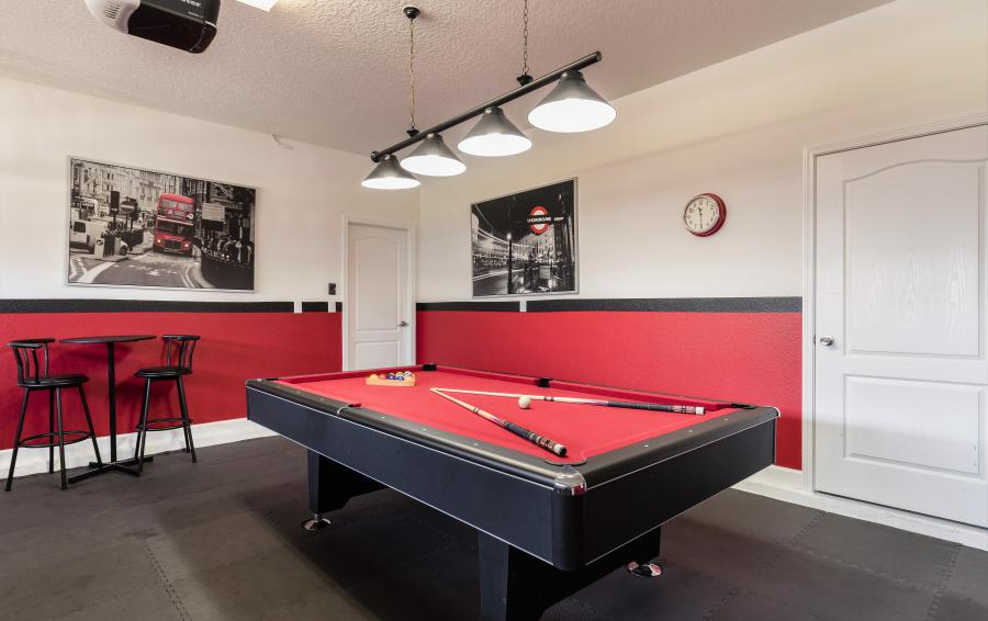 Game Room with Billiards - Downhaul 8 Bedroom Vacation Home Near Disney - Championsgate Home - Homes4uu