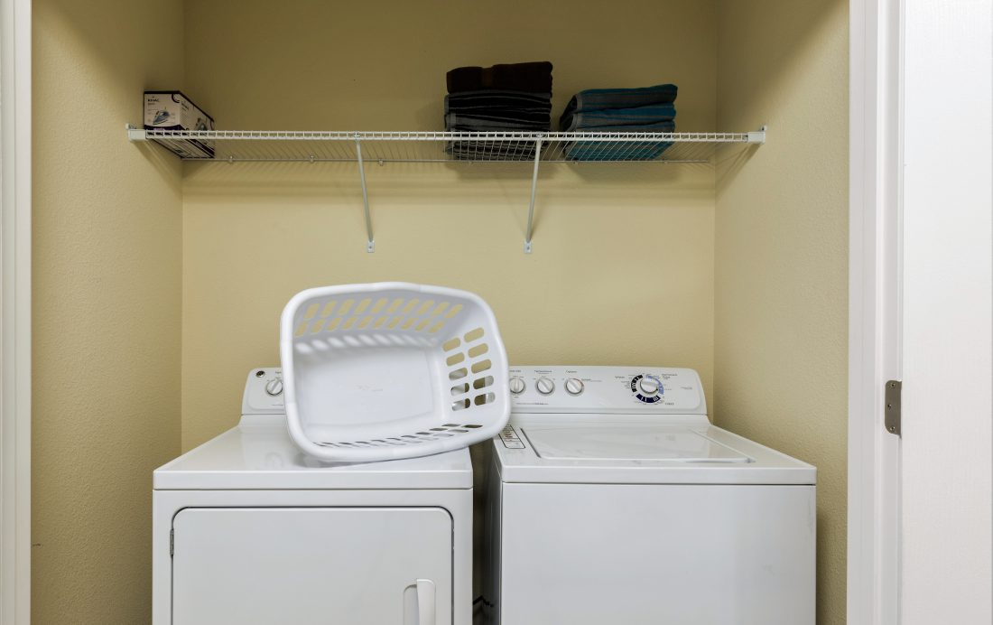 Laundry Room - Downhaul 8 Bedroom Vacation Home Near Disney - Championsgate Home - Homes4uu