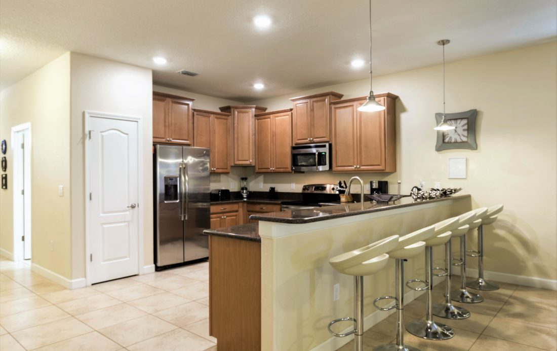 Kitchen - Downhaul 8 Bedroom Vacation Home Near Disney - Championsgate Home - Homes4uu