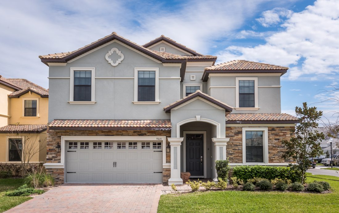 Front Entrance in the Day - Mainbrace - 8 Bedroom Orlando Vacation Home - Homes4uu