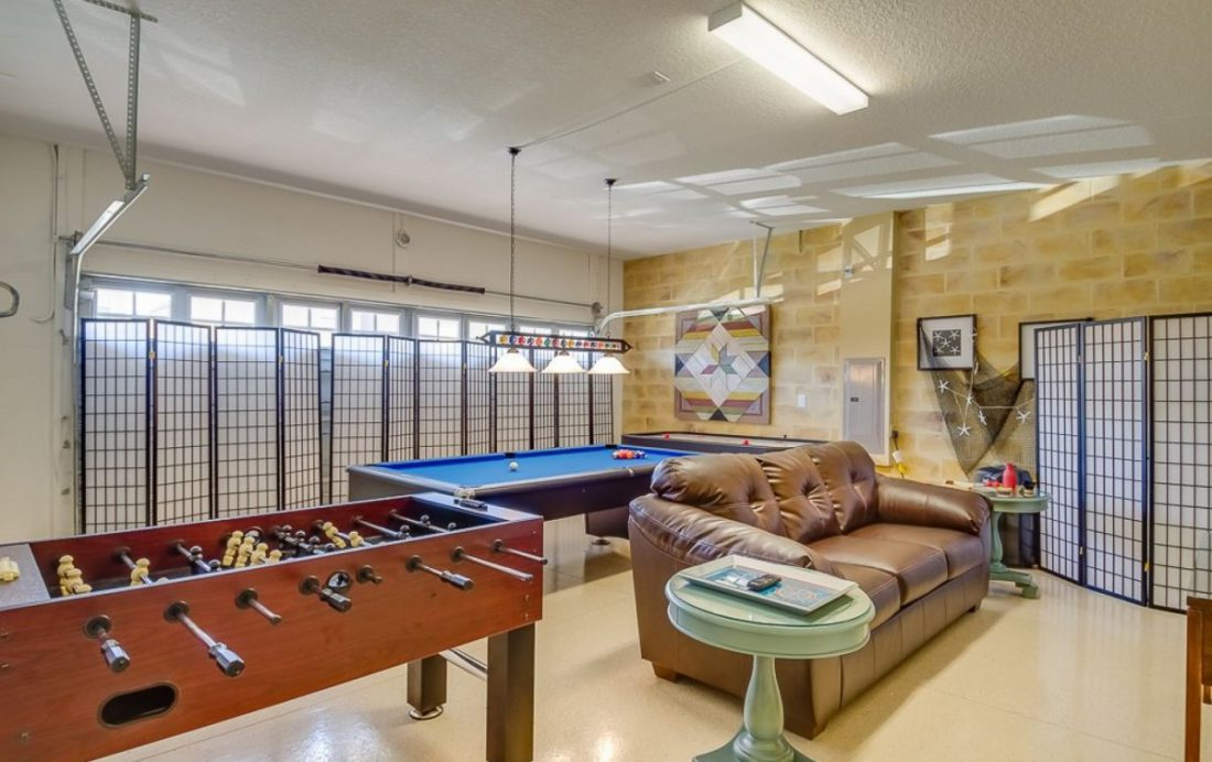 Garage Game Room - Mainbrace - 8 Bedroom Orlando Vacation Home - Homes4uu