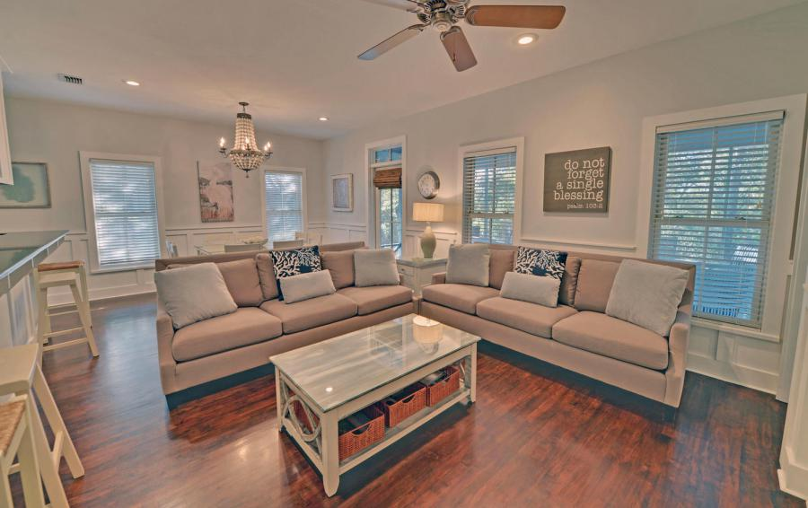 Vizcaya by the Sea - 3 Bedroom Florida Beach Cottage - Homes4uu - Living Room View 3