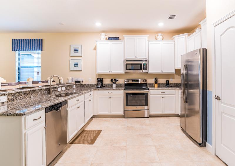 Kitchen - Clove Hitch - 9 bedroom Walt Disney World Area Home - Homes4uu