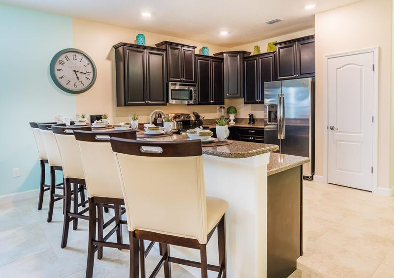 Kitchen with Breakfast Bar - Pearl - 9 Bedroom Champions Gate Home - Homes4uu