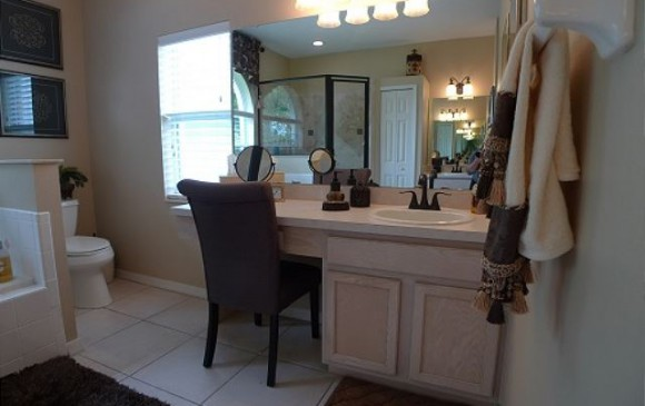 Master Bathroom with Vanity and Chair - Chine - Beautiful 5 bedroom Disney Area Home - Homes4uu