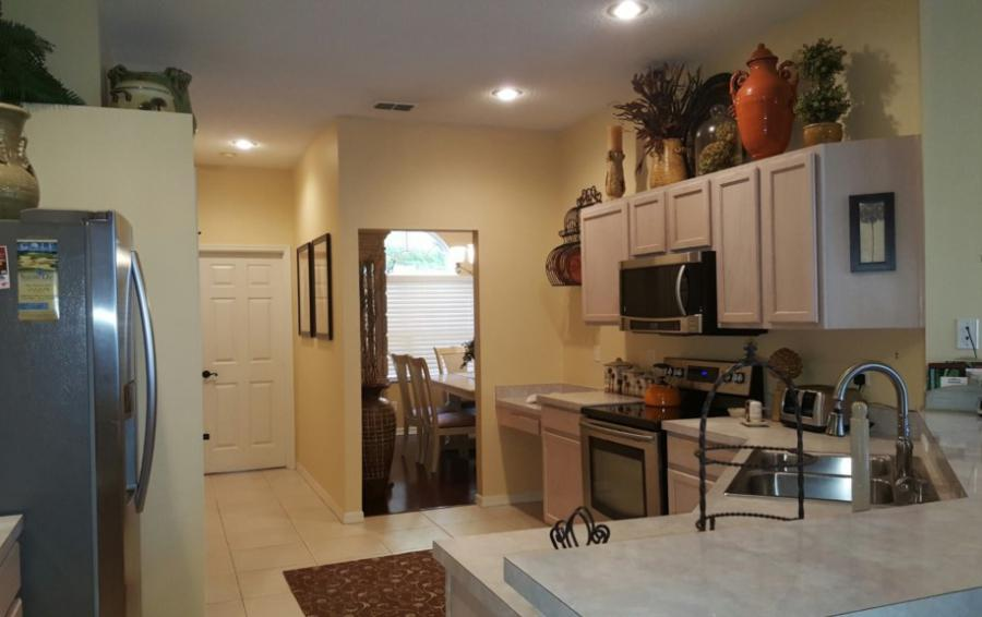 Kitchen with Modern Appliances - Chine - Beautiful 5 bedroom Disney Area Home - Homes4uu