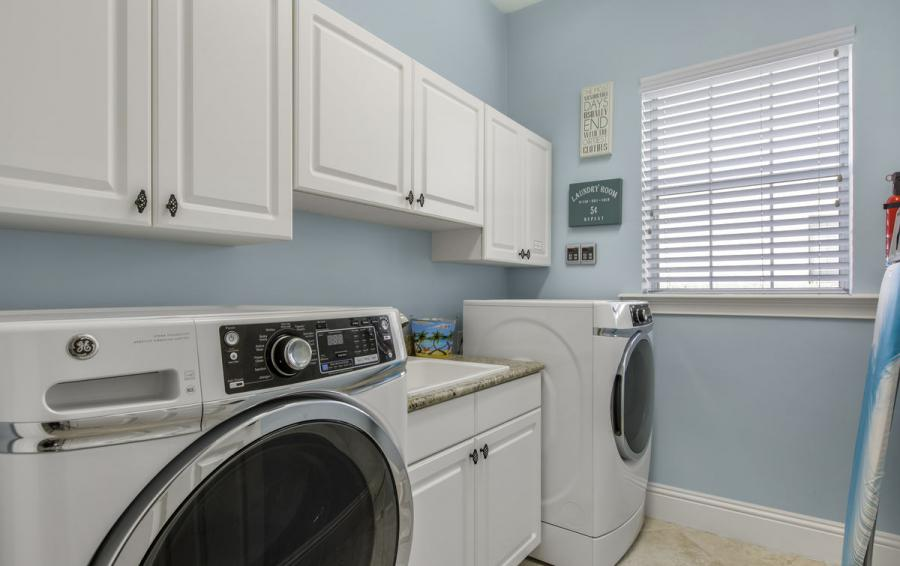 Laundry Room - Reunion Retreat Admiral 7 Bedroom Luxury Reunion Disney Area Vacation Home - Homes4uu