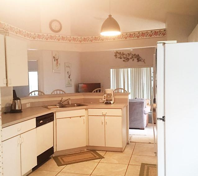 Kitchen - Inboard - 4 Bedroom Disney Vacation Villa - Homes4uu