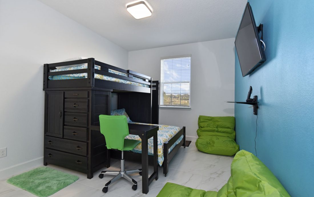 Bedroom 2 with Bunk Beds - Amidships - 5 Bedroom Orlando Townhome - Homes4uu