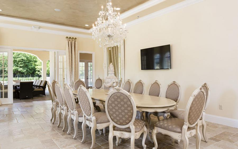 Dining for sixteen - Flannel - 9 Bedroom Reunion Resort Vacation Mansion - Homes4uu
