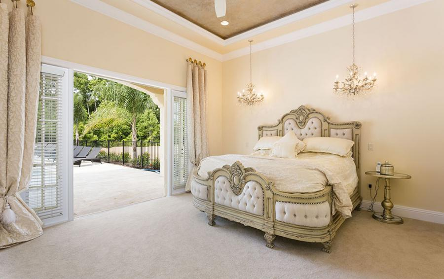 Master Bed 1- Luxery Bedding - Flannel - 9 Bedroom Reunion Resort Vacation Mansion - Homes4uu