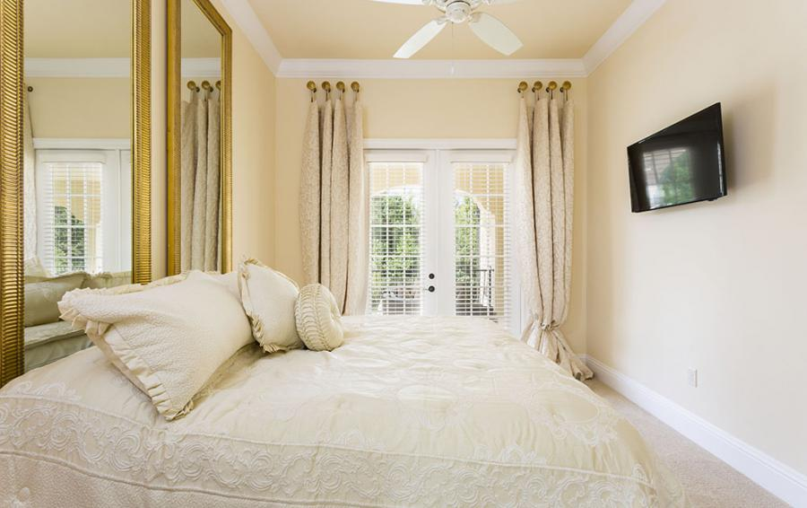 Master Bed 9- Luxery Bedding, Mirrors as Headboard - Flannel - 9 Bedroom Reunion Resort Vacation Mansion - Homes4uu