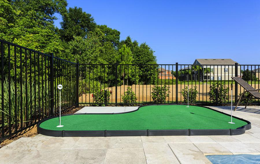Putting Green- Poolside - Flannel - 9 Bedroom Reunion Resort Vacation Mansion - Homes4uu
