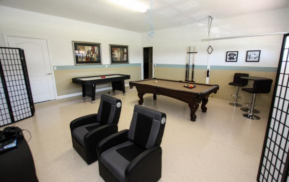 Celeste - 9 Bedroom Orlando Vacation Home - Homes4uu - Games Room with Gaming Chairs