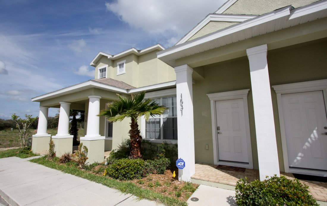 Townhome Exterior - Blue Allure - Well Appointed 3 Bed Townhouse - Dream Resort - Homes4uu