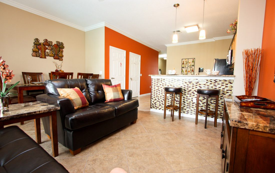 Dream Resort Family Room - Blue Allure - Well Appointed 3 Bed Townhouse - Dream Resort - Homes4uu