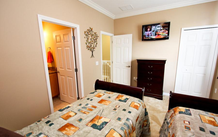 Bedroom 3 - Buoy Reverie - Well Appointed 3 Bed Townhouse - Dream Resort - Homes4uu
