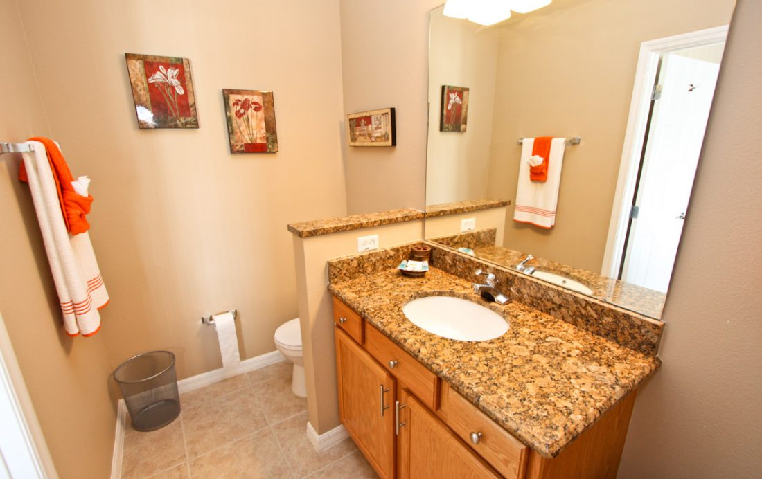 Bathroom - Blue Allure - Well Appointed 3 Bed Townhouse - Dream Resort - Homes4uu