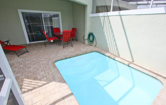 Modern 3 Bedroom Townhouse - Blue Allure - Homes4uu - Townhome Pool View 2