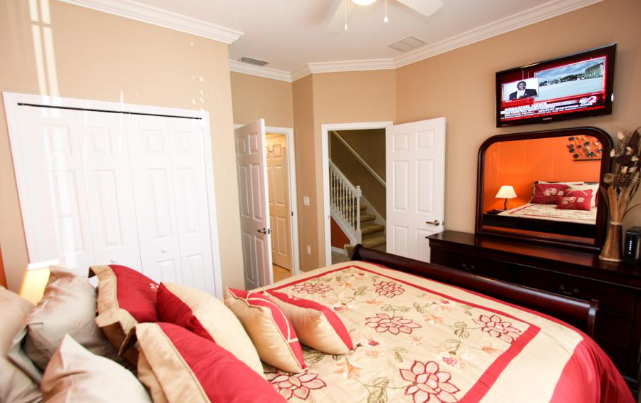 Bedroom 1 View 2 - Buoy Reverie - Well Appointed 3 Bed Townhouse - Dream Resort - Homes4uu