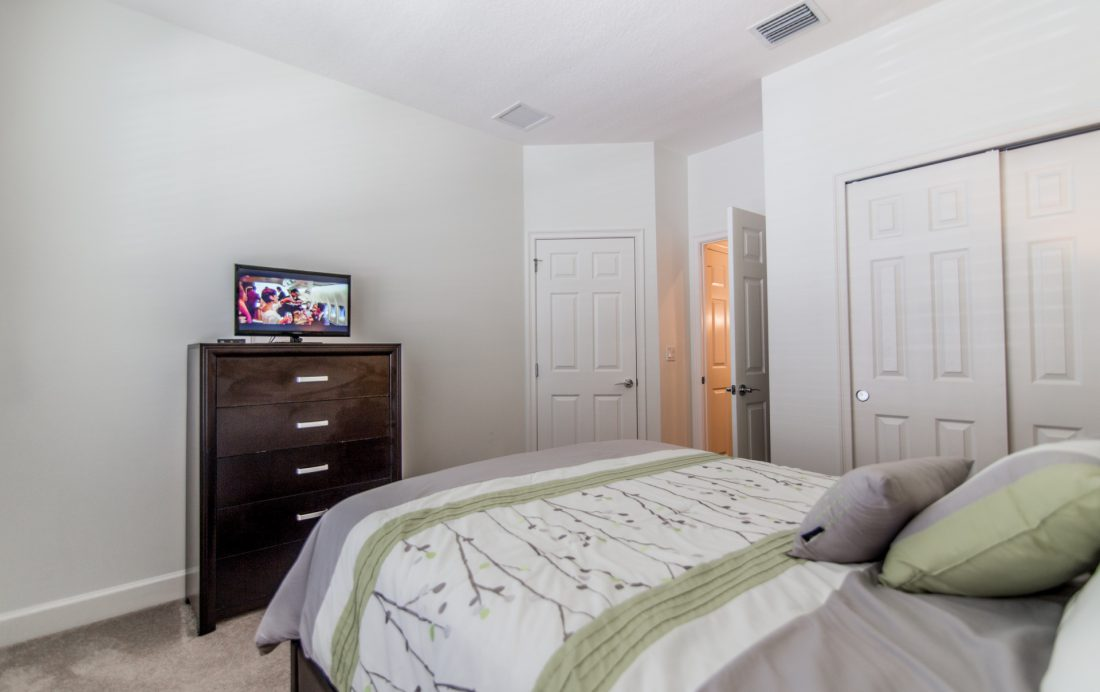Bedroom 1 View 2 - Ocean Whisper - 3 Bedroom Townhouse with a Pool - Homes4uu
