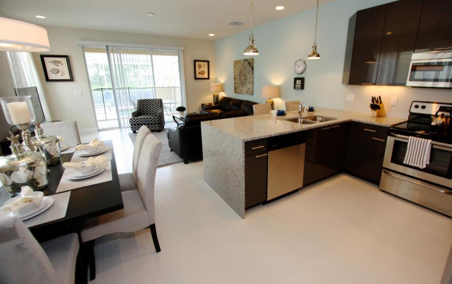 Kitchen and Dining Area - Ocean Bliss - 3 Bedroom Quiet Comfortable Townhouse - Homes4uu