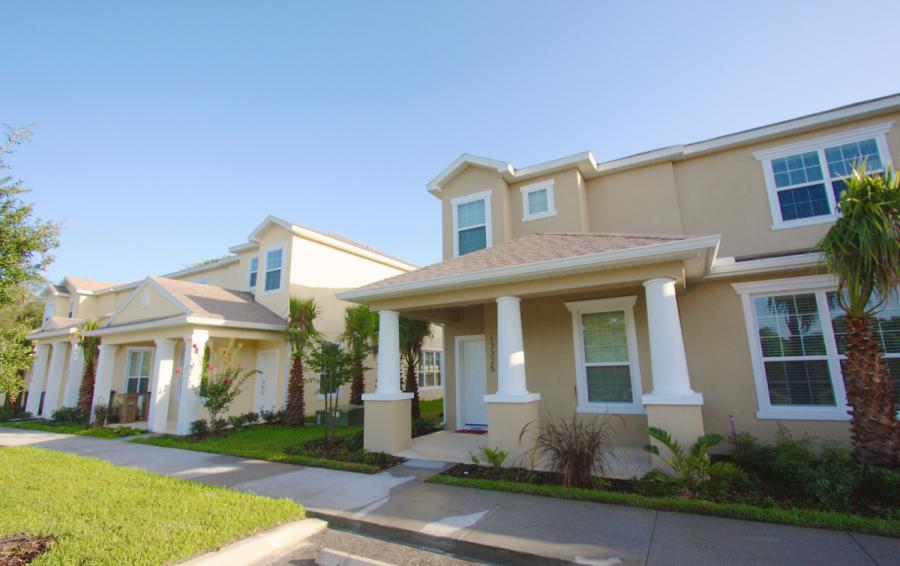 Townhome Exterior View - Ocean Bliss - 3 Bedroom Quiet Comfortable Townhouse - Homes4uu
